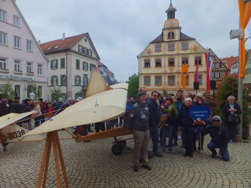 FSV Gruppenbild mit SG 38 vor dem Vaihinger Rathaus