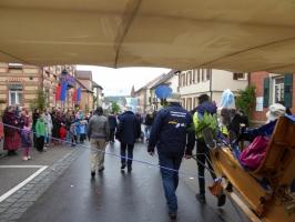 SG 38 auf dem Weg zum Vaihinger Marktplatz